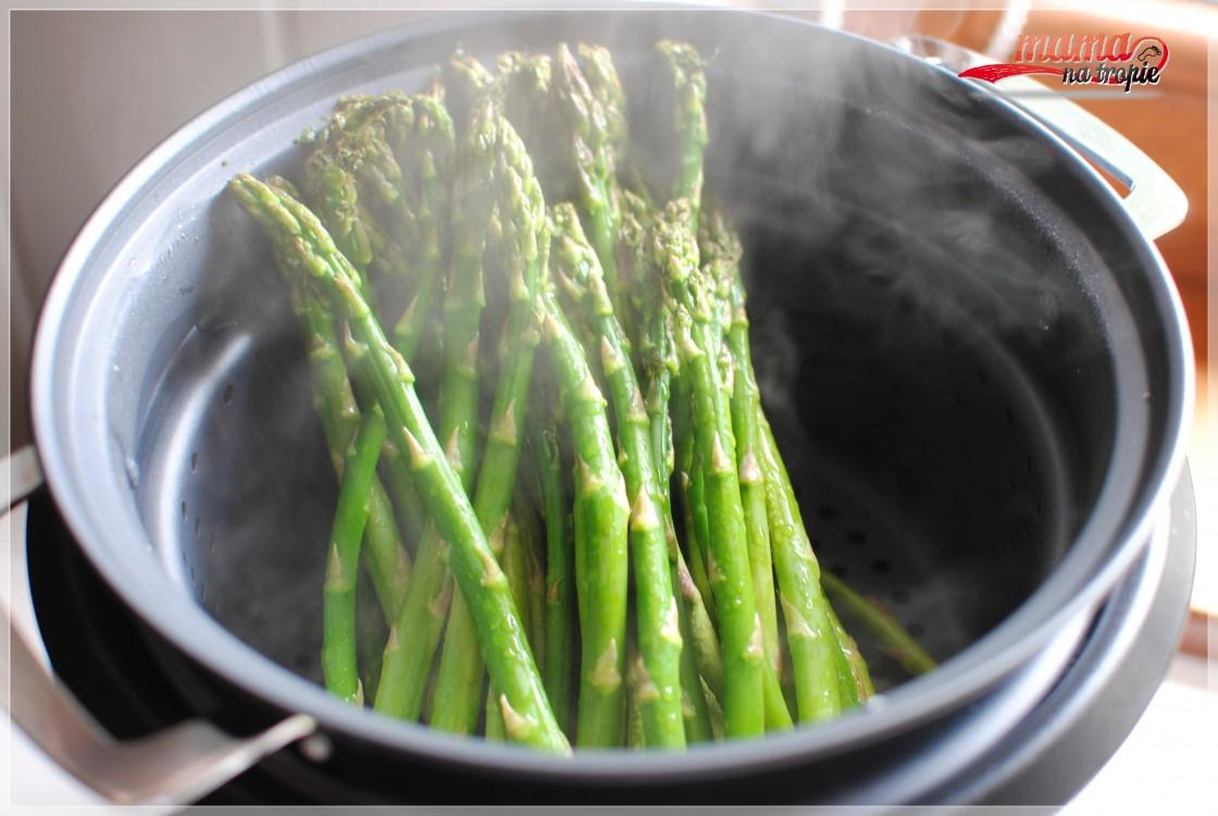 Szparagi gotowane na parze
