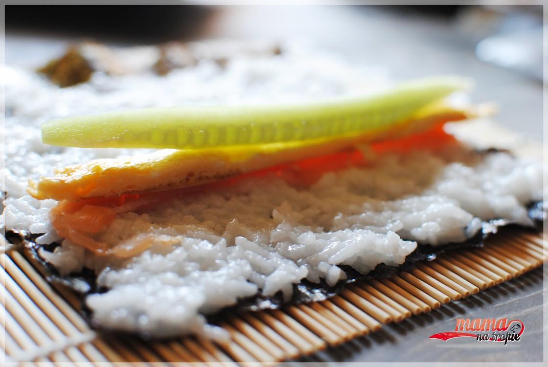 sushi z łososiem wędzonym