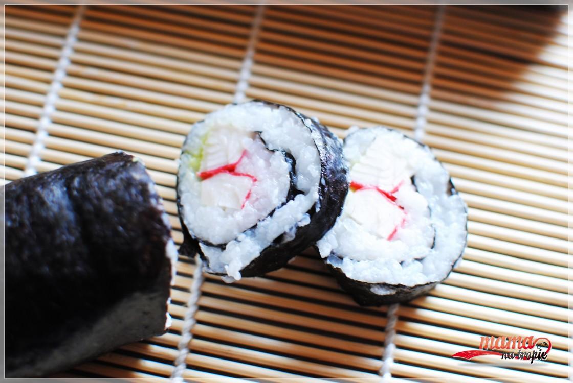 sushi z paluszkami krabowymi
